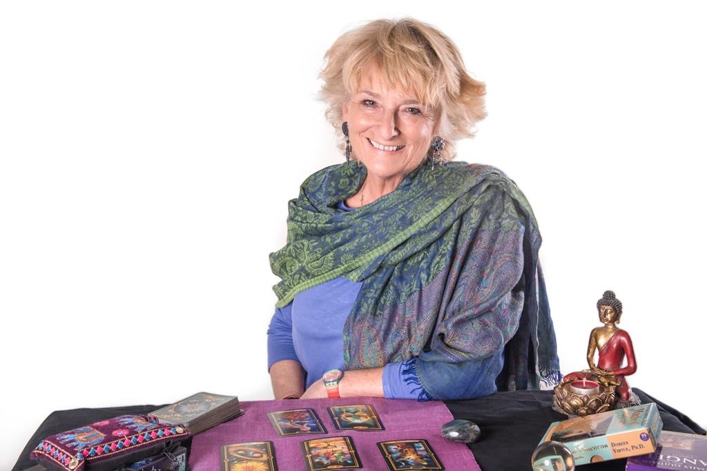 Tarot with Zoe Dawes aka The Quirky Coach